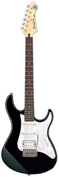 Черная электрогитара Yamaha Pacifica 012